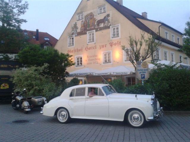 Rolls Royce vor dem Gasthof zur Post in Herrsching, Foto: AntaKarana Reisen