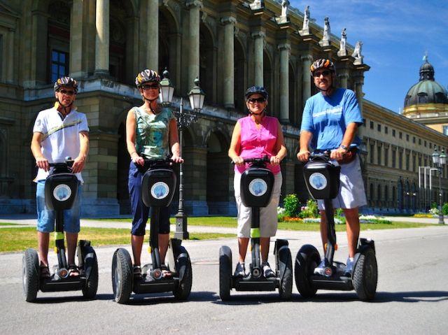 Gruppe auf Segways im Hofgarten, Foto: Fat Tire Tours