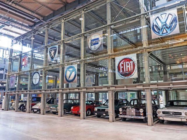 Glasboxen in der MOTORWORLD München, Foto: MOTORWORLD München