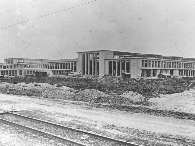 Schwarzweißbild des Areals des ehemaligen Ausbesserungswerkes der Deutschen Bahn in München-Freimann, Foto: MOTORWORLD München