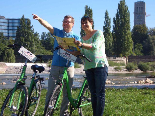 Mann und Frau auf dem Fahrrad am Flaucher, Foto: Spurwechsel