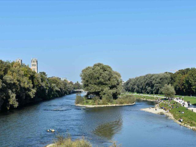 Weideninsel in der Isar zwischen Wittelsbacher- und Reichenbachbrücke, Foto: YourMunichTour