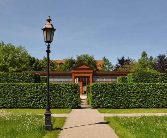 Kallmann Museum mit Labyrinth, Foto: Ursula Baumgart/Schlossmuseum Ismaning