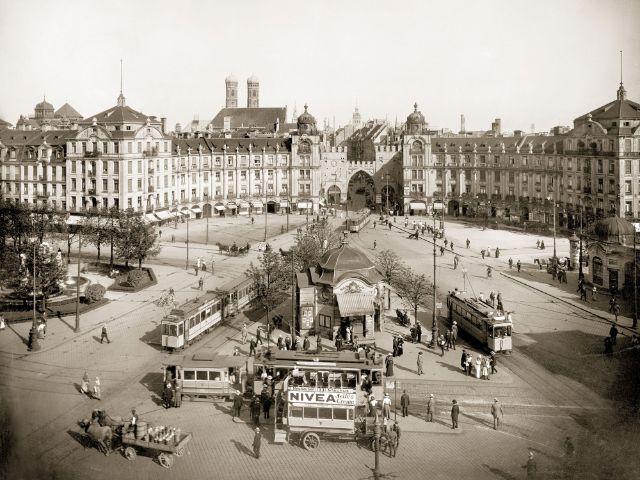 Historische Aufnahme: Die Ostseite des Karlsplatzes, Foto: Stadtarchiv München