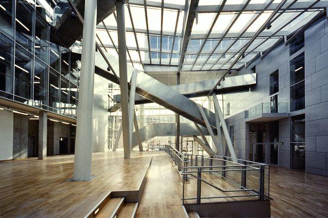 Das Foyer des Neubaus der Akademie der Bildenden Künste München., Foto: Antje Hanebeck