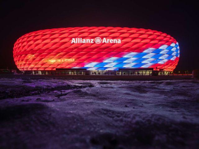 Sonderbeleuchtung Geburtstag bei Nacht, Foto: Allianz Arena