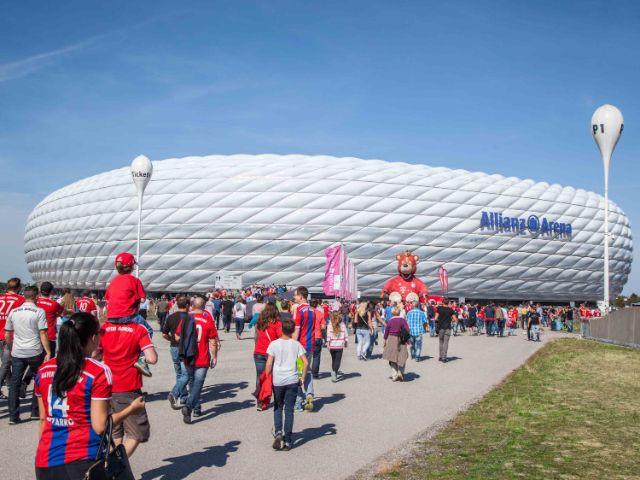 Die Allianz Arena von außen an einem Spieltag, Foto: Allianz Arena
