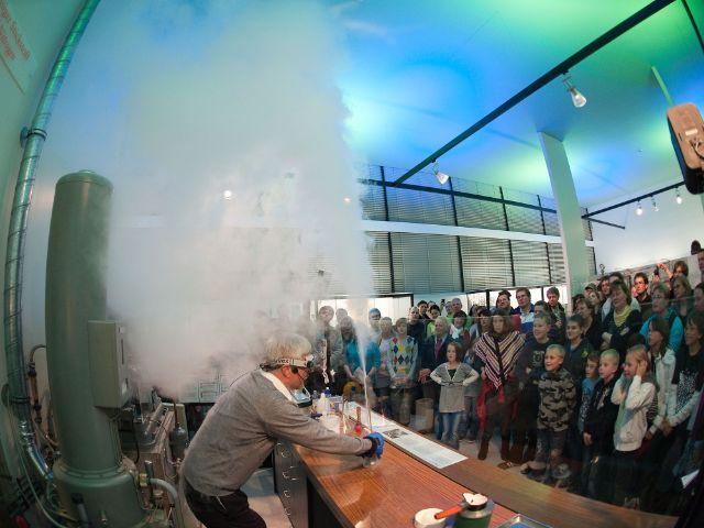 Vorführung mit Stickstoff im Deutschen Museum, Foto: Deutsches Museum