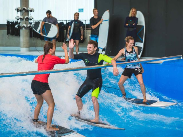 Indoor Surfen, Foto: jochen-schweizer-arena.de/Martin Ried