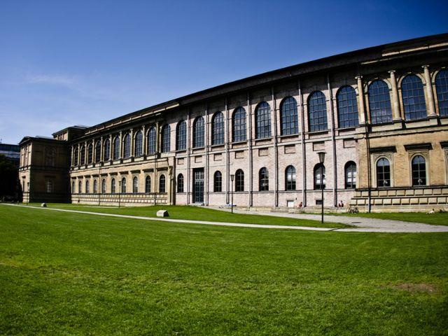 Die Fassade der alten Pinakothek, Foto: Shutterstock