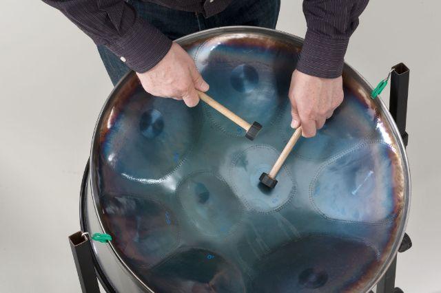 Musikinstrument Steel-Pan in der Sammlung Musik Münchner Stadtmuseum, Foto: Münchner Stadtmuseum