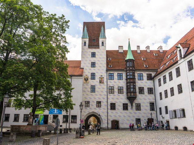 Der Alte Hof im Sommer , Foto: muenchen.de/Lukas Fleischmann