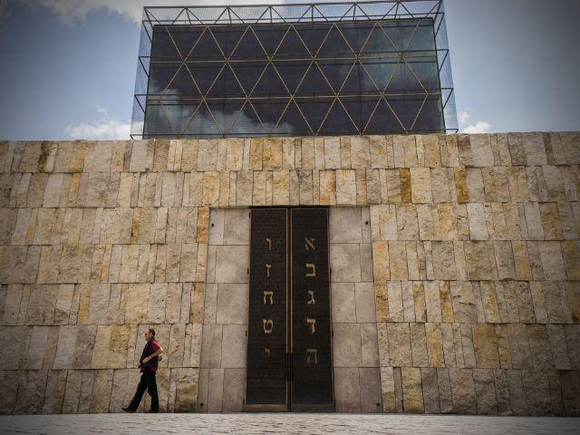 Die Münchner Synagoge im Sommer , Foto: muenchen.de/Lukas Fleischmann