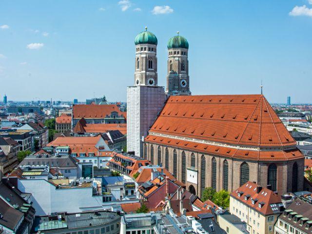 Frauenkirche im August 2015 - Ansicht vom Neuen Rathaus, Foto: muenchen.de/Michael Hofmann