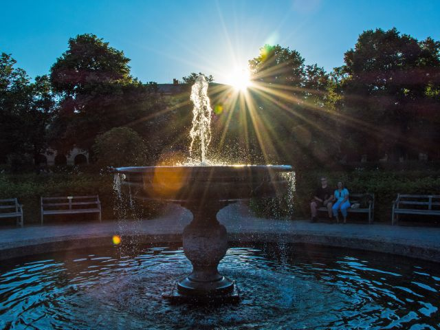 Sonnenuntergang im Hofgarten, Foto: muenchen.de/Michael Hofmann