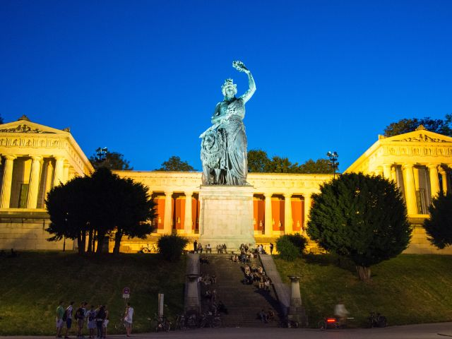 Sommerabend unter der Bavaria, Foto: muenchen.de/Michael Hofmann