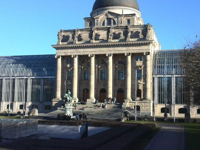 Die Bayerische Staatskanzlei in der Wintersonne