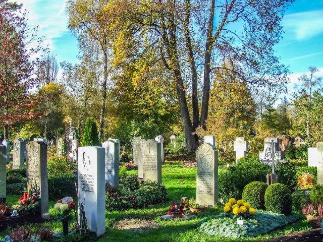 Gräber auf dem Westfriedhof an Allerheiligen, Foto: muenchen.de/Michael Hofmann
