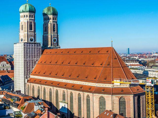 Frauenkirche vom Rathausturm aus gesehen , Foto: muenchen.de/Michael Hofmann