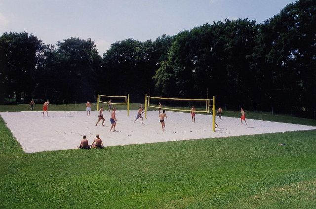 Beach volleyball court at the Freibad West (Westbad)., Foto: SWM
