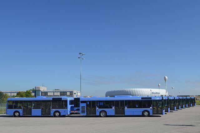 MVG-Buszüge vor der Allianz Arena, Foto: SWM/MVG