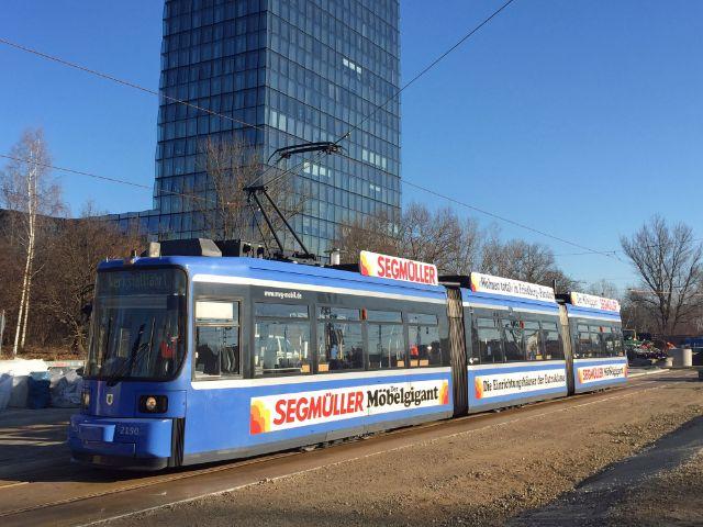 Tram auf der neuen Strecke nach Steinhausen vor dem SZ-Hochhaus, Foto: SWM/MVG