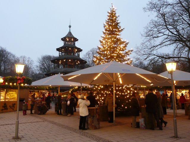 Weihnachtsmarkt Am Chinesischen Turm.Weihnachtsmarkt Am Chinesischen Turm München