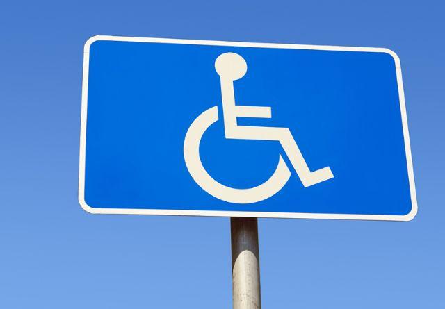 Behindertenparkplatz, Foto: Shutterstock