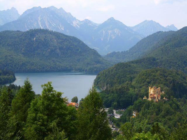 Schloss Hohenschwangau mit dem Alpsee, Foto: Shutterstock