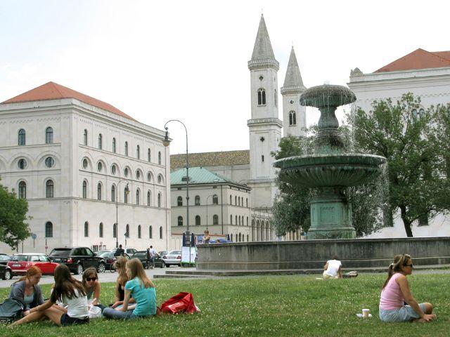 Geschwister-Scholl-Platz an der Universität, Foto: Michael Nagy, Presse- und Informationsamt