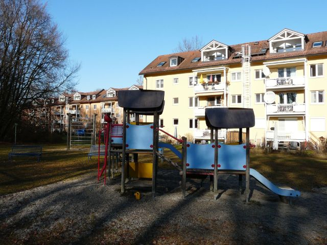 Spielplatz und Wohnhaus, Foto: Christian Brunner