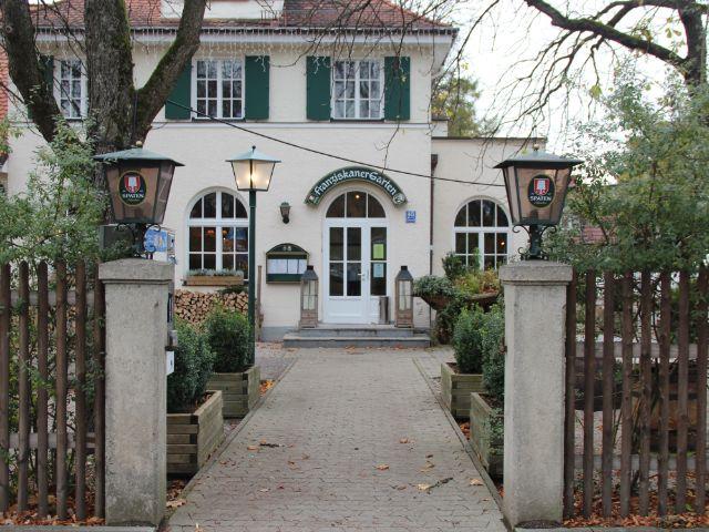 Eingang Franziskaner Biergarten, Foto: Christian Brunner
