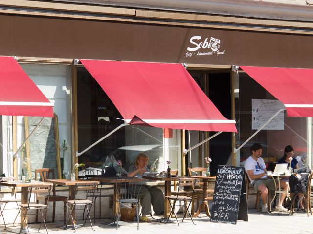 Café in München Schwabing, Foto: Katy Spichal