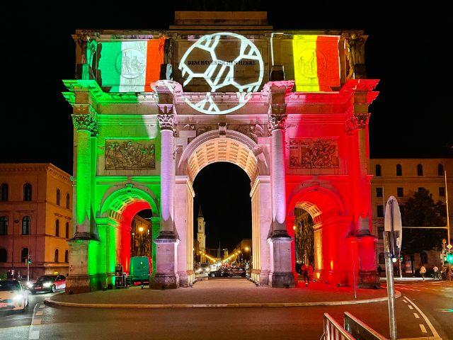 Lichtkunst in München zur UEFA EURO 2020, Foto: Anette Göttlicher