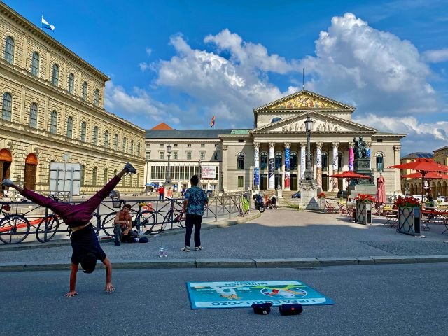 Breakdance-Freestyler am Max-Joseph-Platz, Foto: Anette Göttlicher
