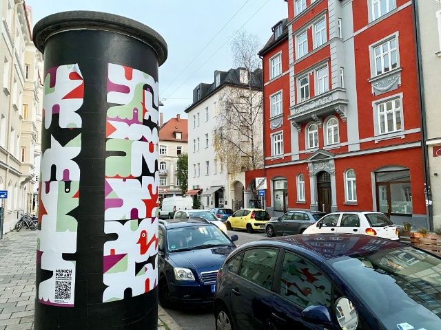 Litfaßsäule bei der Munich Pop Art 2020, Foto: Anette Göttlicher