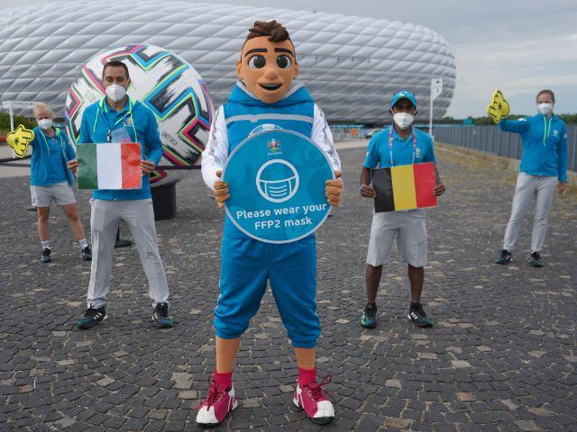 Skillzy mit Volunteers, Foto: DFB EURO GmbH