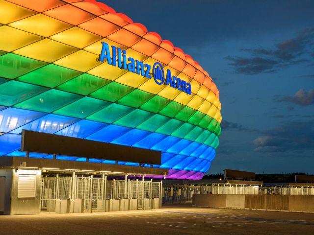 Allianz Arena in Regenbogenfarben, Foto: IMAGO / Sports Press Photo