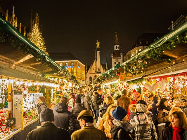 Budengasse auf dem Münchner Christkindlmarkt, Foto: muenchen.de/Michael Hofmann