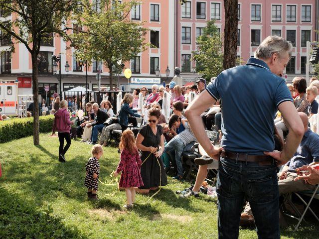 Besucher des Gärtnerplatzfestes, Foto: muenchen.de/Filippo Steven Ferrara