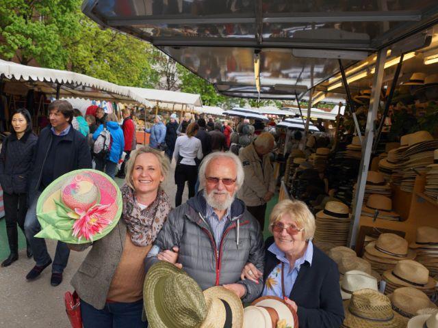 Nathalie Poppe mit ihren Eltern Hans-Joachim Poppe und Renate Poppe auf der Auer Dult (von links), Foto: muenchen.de / Dan Vauelle (2017)