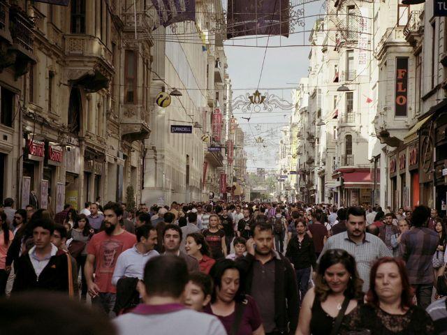 """Bild aus dem Film """"Haymatloz"""", Regie: Eren Önsöz (Teil der Veranstaltungsreihe """"Drinnen oder Draußen""""), Foto: mindjazz pictures"""