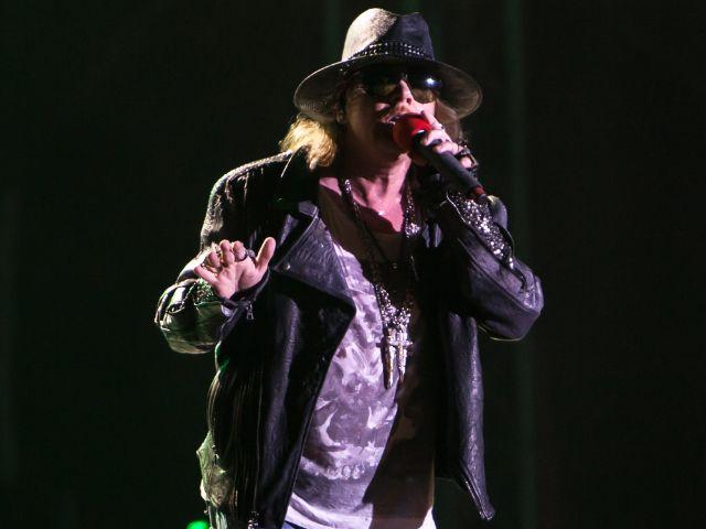Axl Rose von Guns N' Roses auf der Bühne.