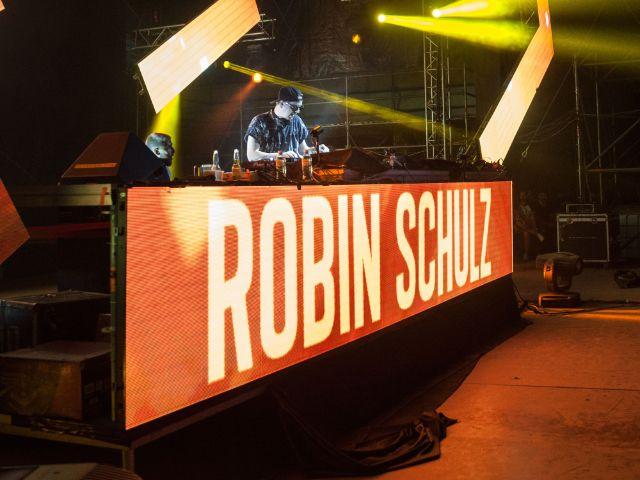Robin Schulz am DJ-Desk
