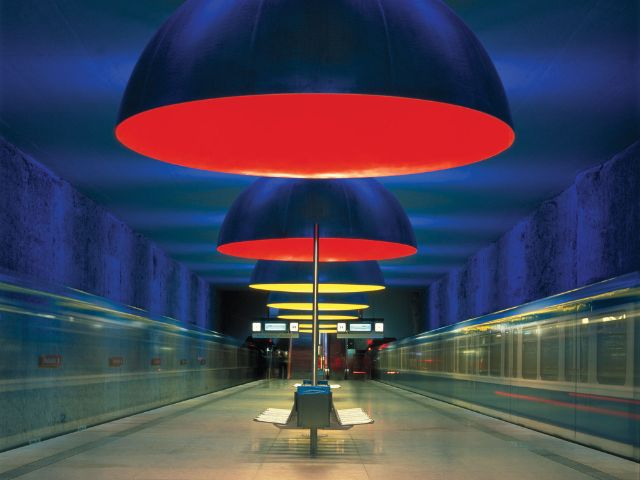 Lichtdesign am U-Bahnhof Westfriedhof, Foto: Ingo Maurer GmbH, München