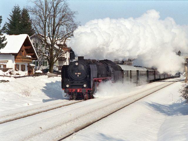 Fahrt mit der historischen Dampflok im Winter, Foto: Bayerisches Eisenbahnmuseum