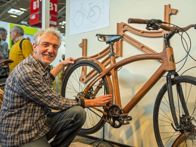 Holzfahrräder aus Obstbäumen auf der Internationalen Handwerksmesse, Foto: GHM