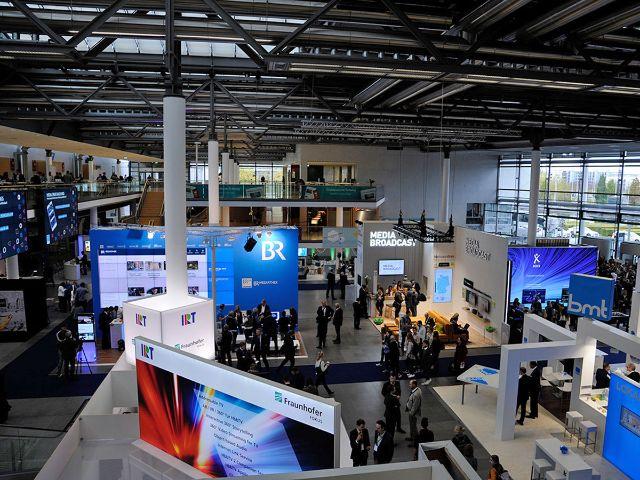 Medientage: Ausstellungshalle, Foto: Medientage München