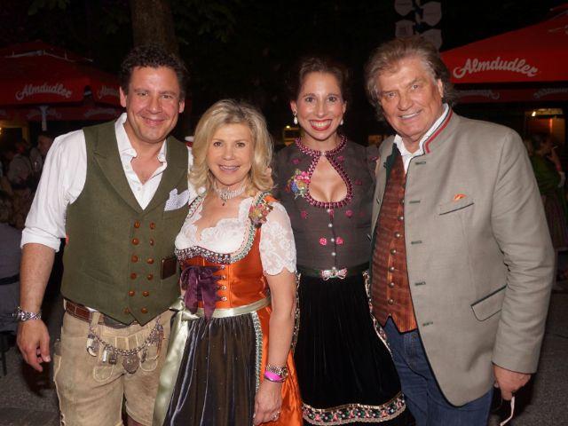 Andi Meister, Marianne Hartl, Lola Paltinger und Michael Hartl, Foto: muenchen.de/ Daniel Vauel