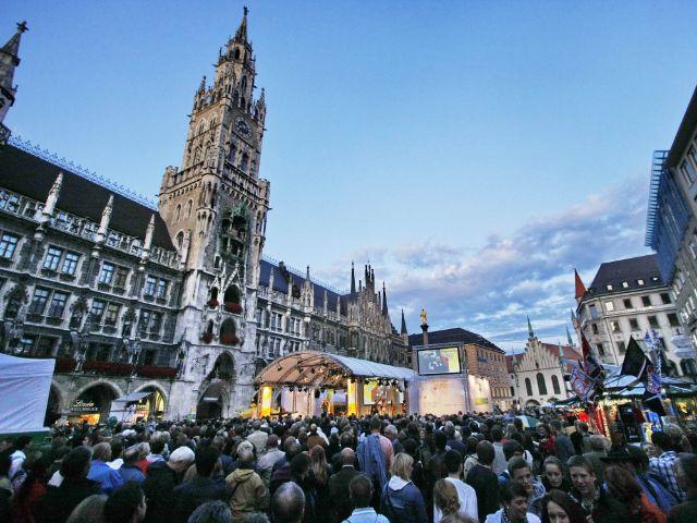 Nachtschwärmer-Bühne von City Partner am Marienplatz, Foto: City Partner